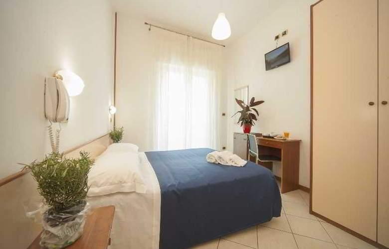 Manola - Room - 15
