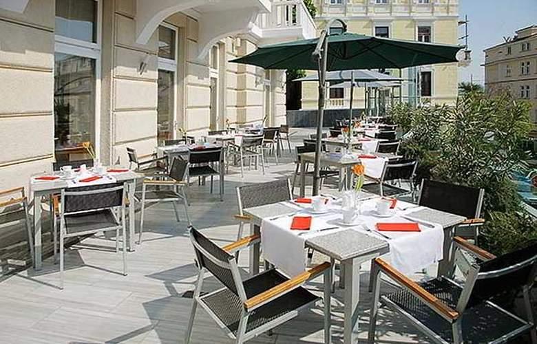 Astoria Design Hotel - Terrace - 4