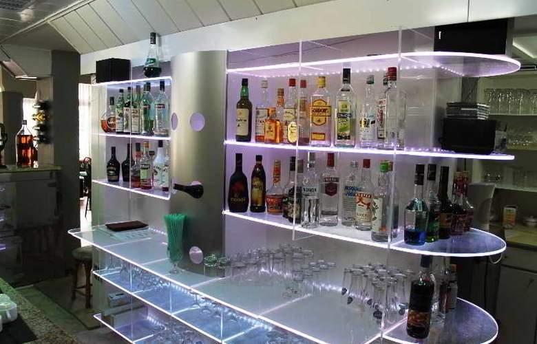 L.A. Resort - Bar - 10