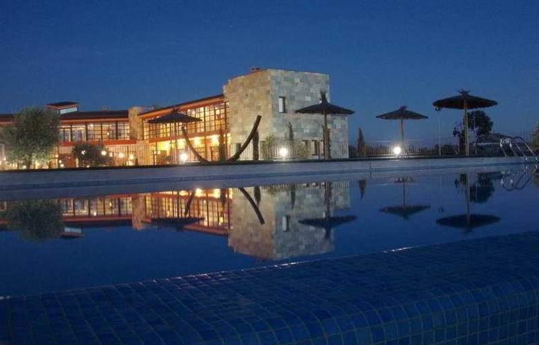 Villa Nazules Hipica & Spa - Hotel - 0
