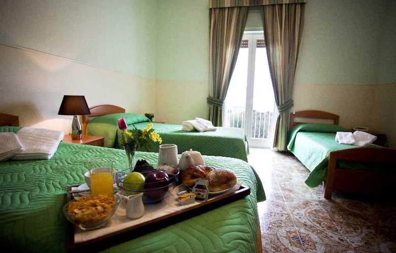 Sisters Hostel - Room - 2