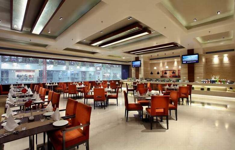 Mahagun Sarovar Portico Suites Ghaziabad - Restaurant - 4