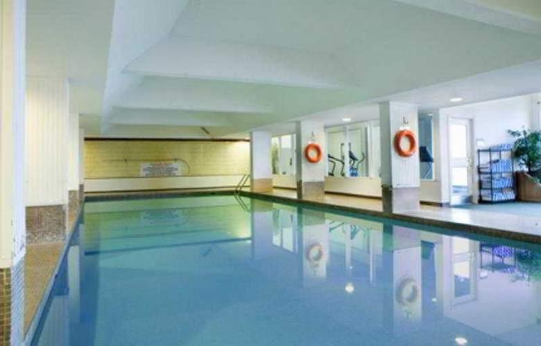 Sandman Hotel Lethbridge - Pool - 6