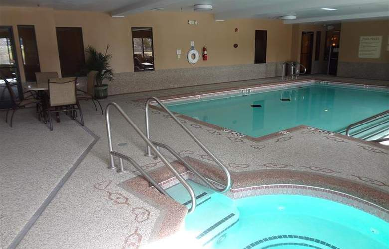 Sleep Inn & Suites Woodland Hills - Pool - 102