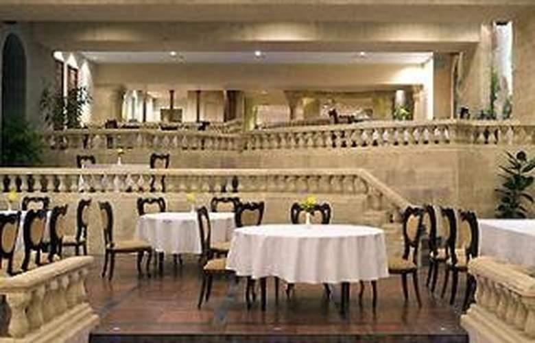 Manazel Al Ain Mercure - Restaurant - 16