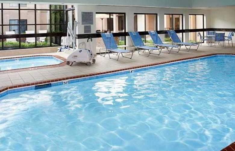 Courtyard Detroit Auburn Hills - Hotel - 4