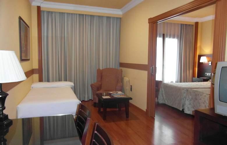 Dos Castillas - Room - 4