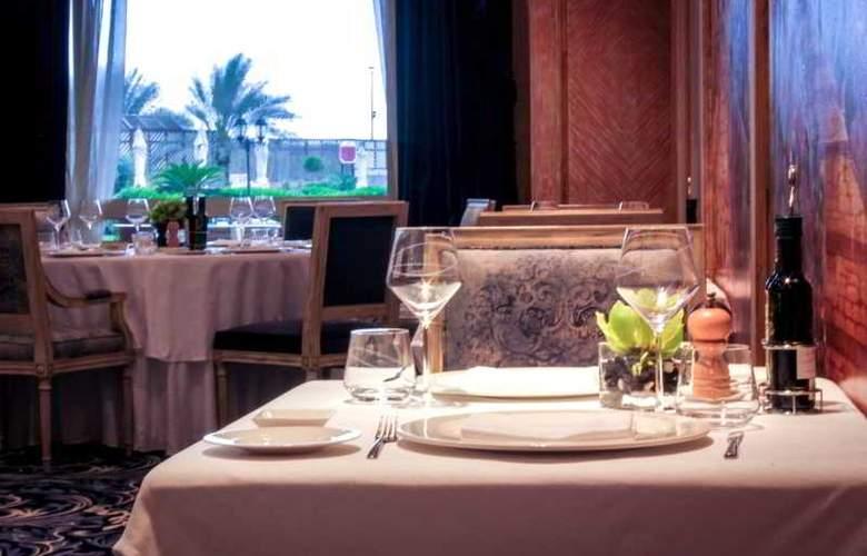 The Regency Kuwait - Restaurant - 23