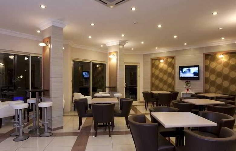 Remi Hotel - Bar - 8
