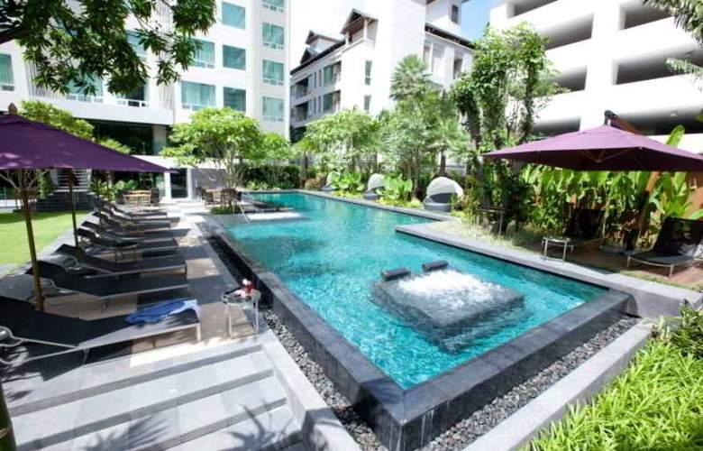 Ramada Hotel & Suites - Pool - 11