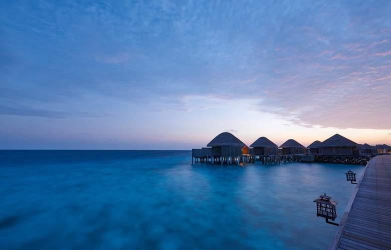Constance Halaveli Resort - Hotel - 8