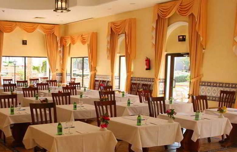 Flamenco Beach Resort - Restaurant - 22