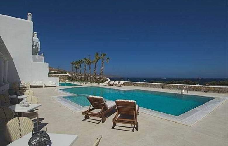 La Residence - Pool - 9