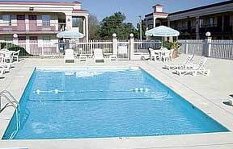 Comfort Inn (Calhoun) - Pool - 4