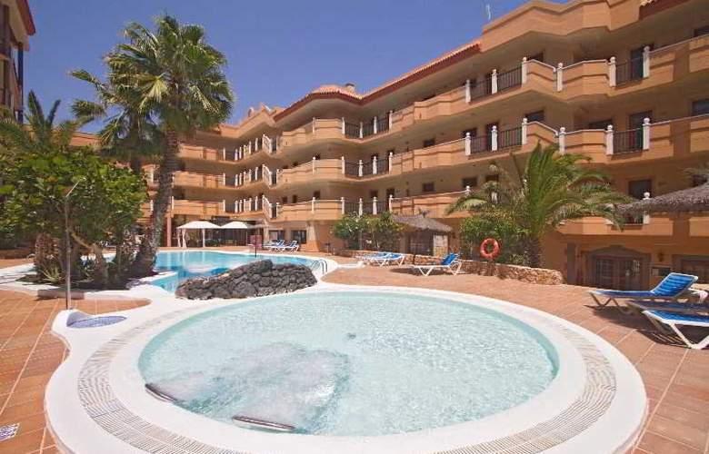 Ereza Dorado Suites - Pool - 16