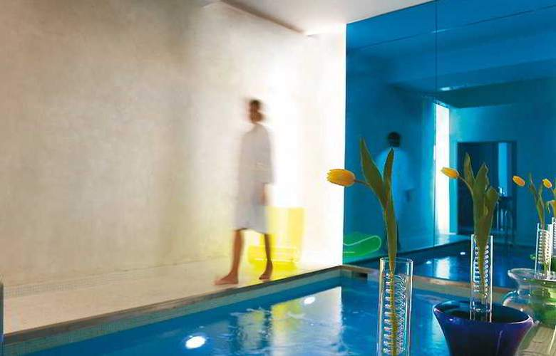 Classical Baby Grand Hotel - Pool - 5