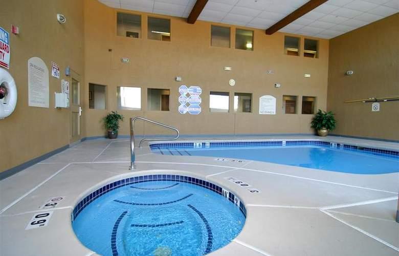 North Las Vegas Inn & Suites - Pool - 56