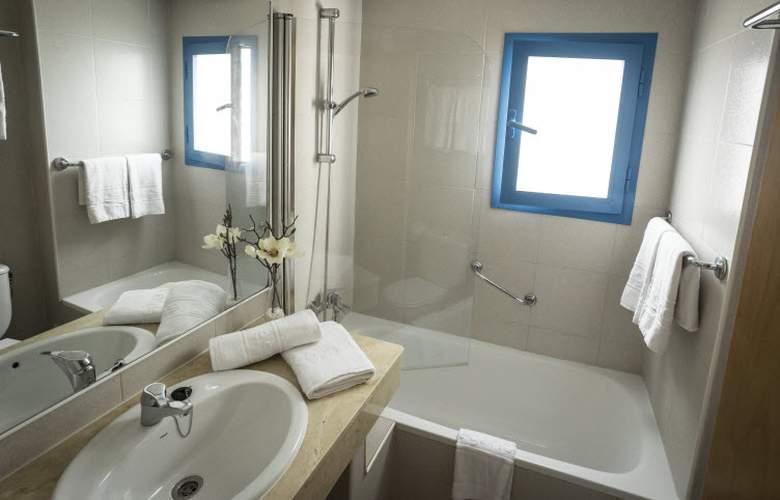 Elegance Vista Blava - Room - 16