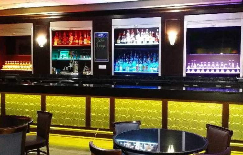 Best Western Plus Hotel & Conference Center - Bar - 72