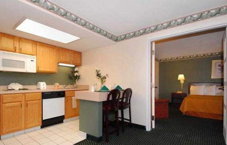 Quality Inn & Suites - Room - 8