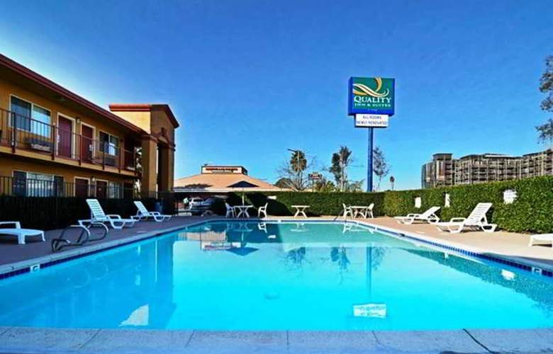 Quality Inn & Suites San Diego - Pool - 2