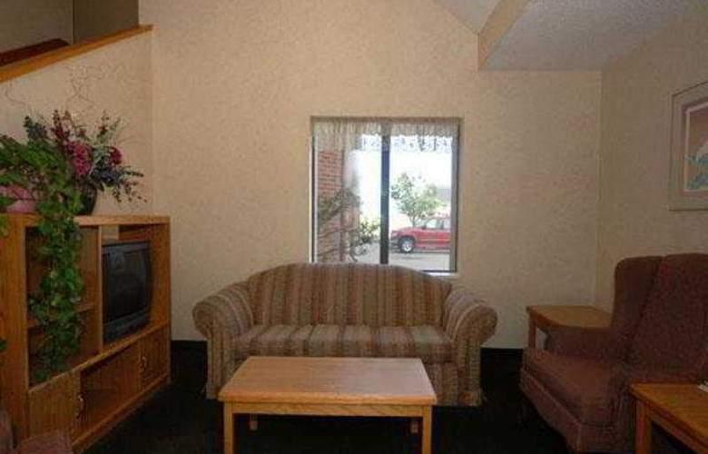 Econo Lodge Inn & Suites - Room - 2