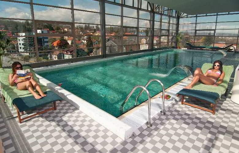 Ramada Cluj Hotel - Pool - 29