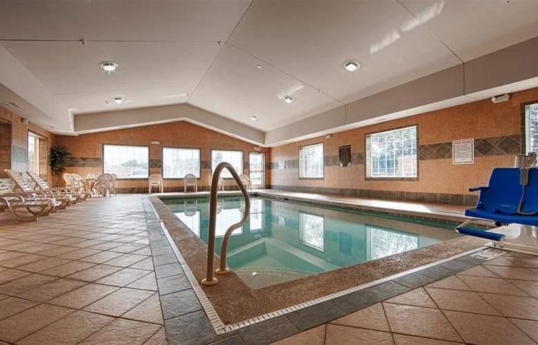Best Western Executive Inn & Suites - Pool - 126
