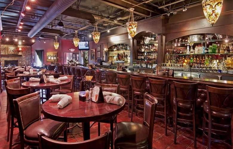 Best Western Plus White Bear Country Inn - Restaurant - 112