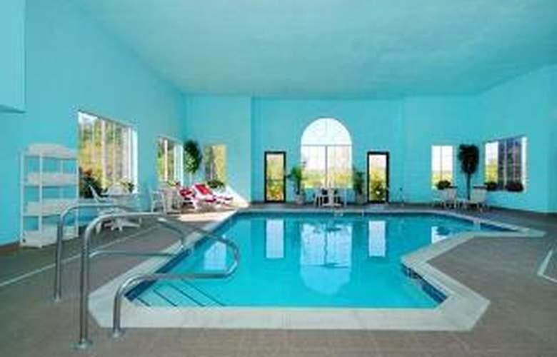 Comfort Inn Meadowlands - Pool - 6