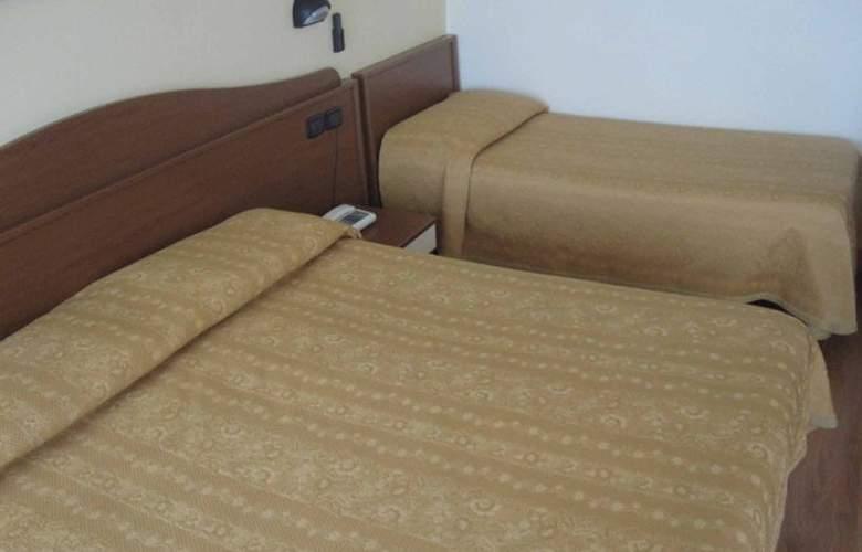 Hotel Roma - Room - 2