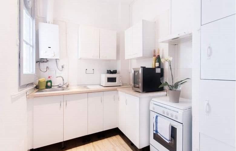 Barcelona 10 Apartments - Room - 5