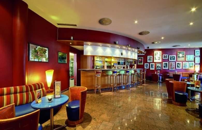 Wyndham Garden Wismar - Bar - 4