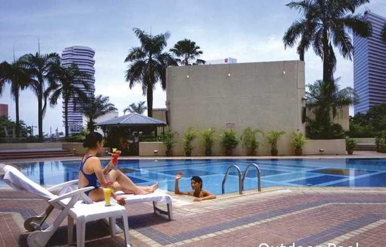 Landmark Village Hotel - Pool - 3