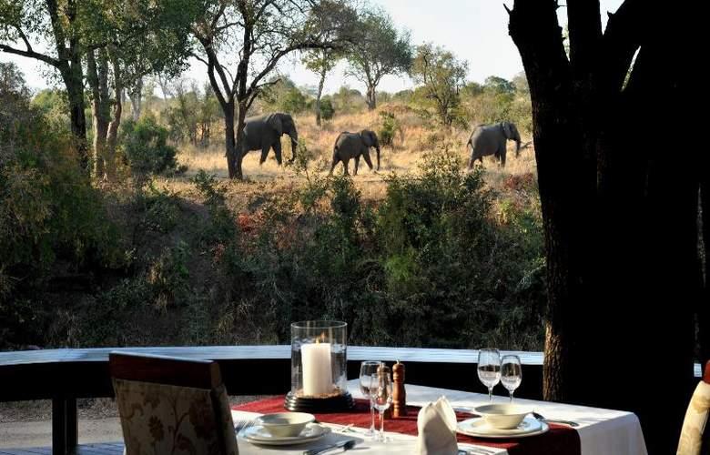 Imbali Safari Lodge - Restaurant - 17