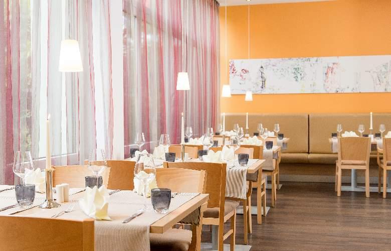 Park Inn by Radisson Hamburg Nord - Restaurant - 16
