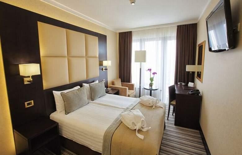 Dnister Premier Hotel - Room - 2