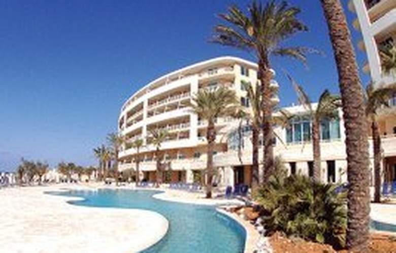 Radisson Blu Golden Sands Resort - Pool - 6
