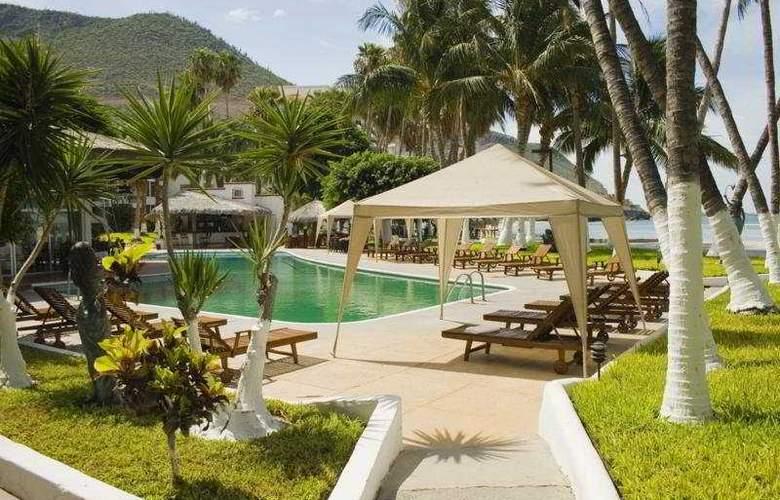 La Concha Beach Hotel - Pool - 4