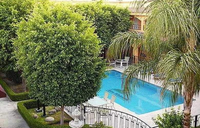 Comfort Inn Monclova - Pool - 4