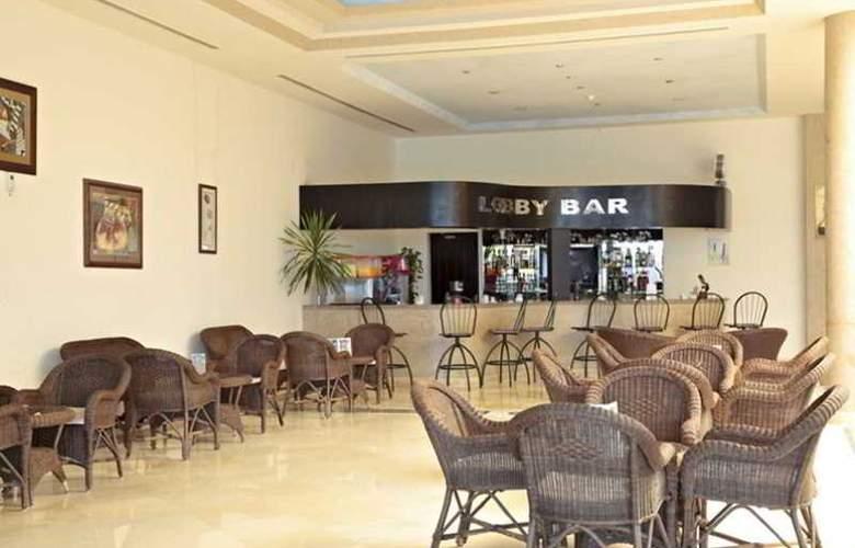Three Corners Sea Beach Resort - Bar - 24