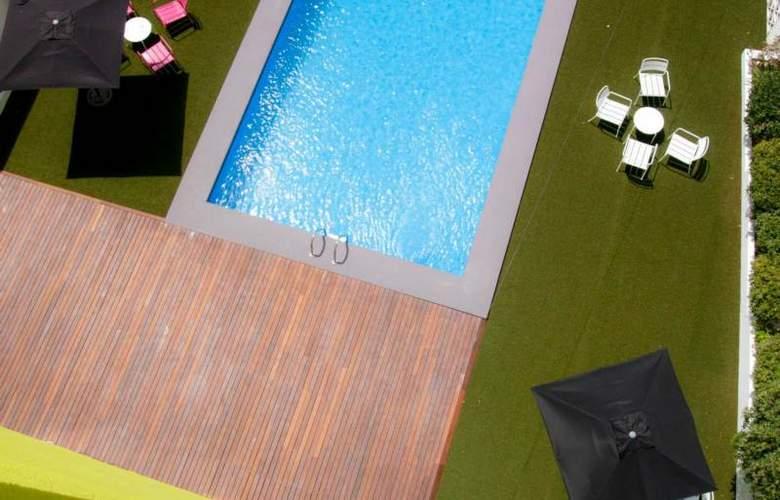 Apartamentos NOW Benidorm - Pool - 3
