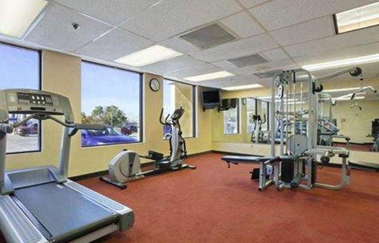 Clarion Hotel South Bay - Sport - 1