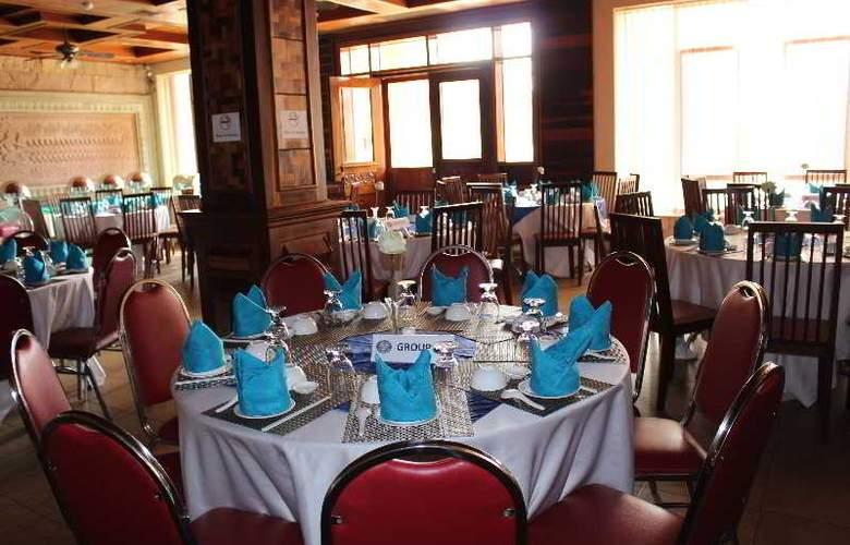 Blue River - Restaurant - 31