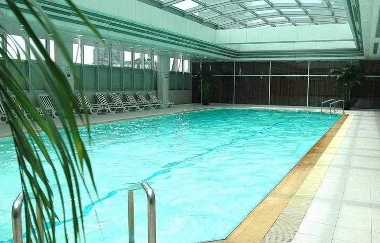 Jin Jiang Tower - Pool - 5