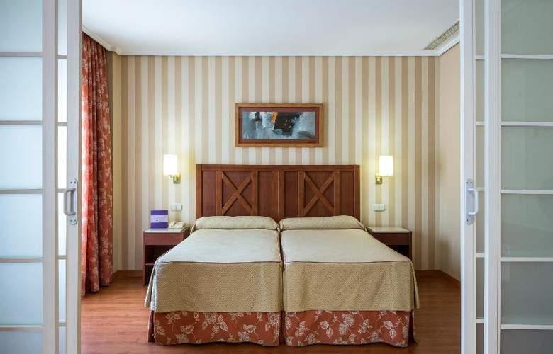 Ilunion Alcora Sevilla - Room - 18