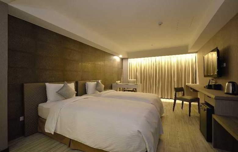 Regal Executive Suites - Room - 6