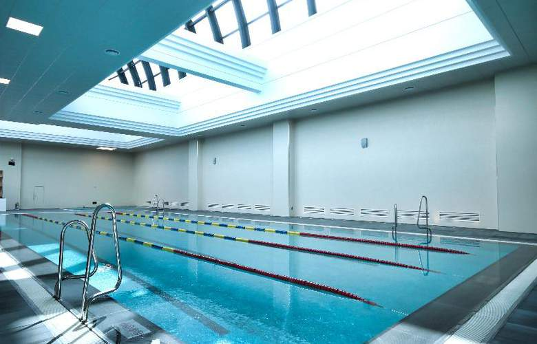 Busan Lotte - Pool - 14