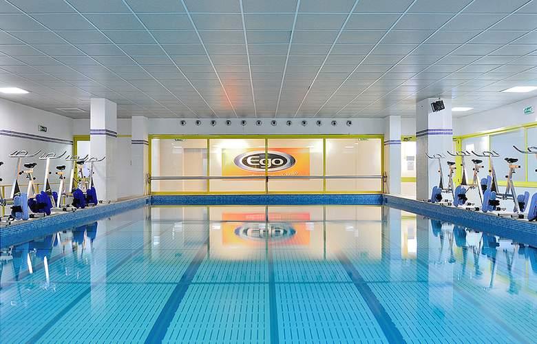 Oly - Pool - 2