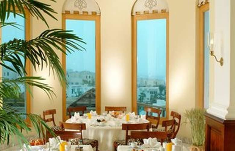 The Savoy - Restaurant - 8